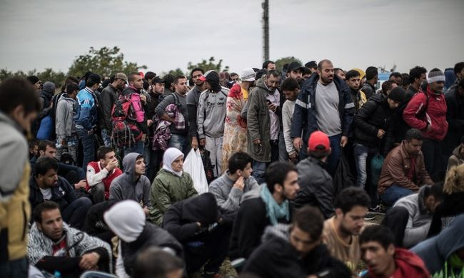 Rengeteg migráns lépte át a határt
