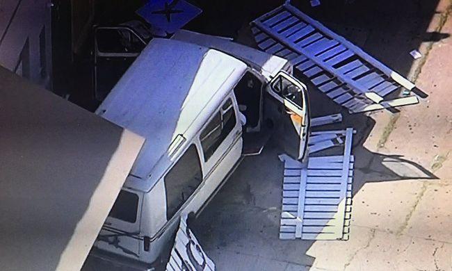 Tömegbe csapódott egy furgon, sok a sérült