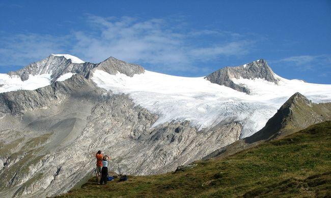 Sosem temetheti el a gyászoló család a hegymászót