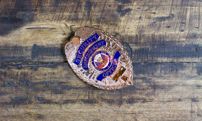 Megtorolták a rendőri túlkapást: erre számíthat az ápolót megbilincselő rendőr