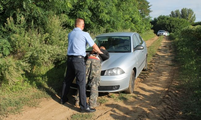 Kivonult a rendőrség: magyar család kényszerített prostitúcióra egy lányt - videó