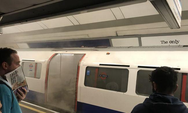 Most érkezett: füst borította el a metrót, menekültek az emberek