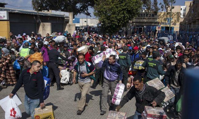 Nem bírták tovább, a spanyolok is lezárták a határt
