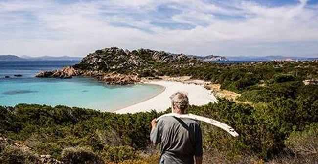 Hajótörést szenvedett a férfi, azóta egyedül él egy gyönyörű szigeten