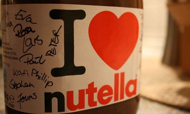 Kamiont loptak, hogy el tudják vinni a több tonna Nutellát