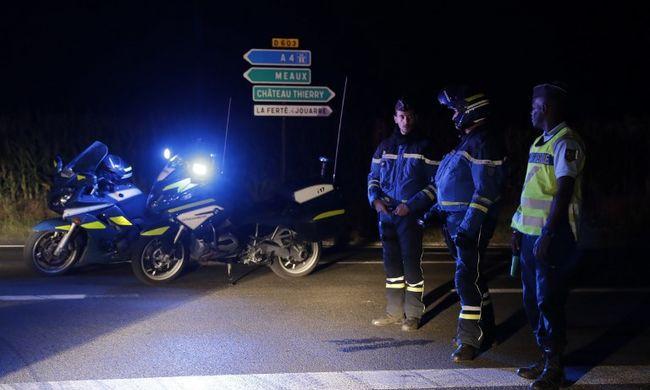Szörnyethalt egy kislány: étterembe hajtott egy autó Franciaországban