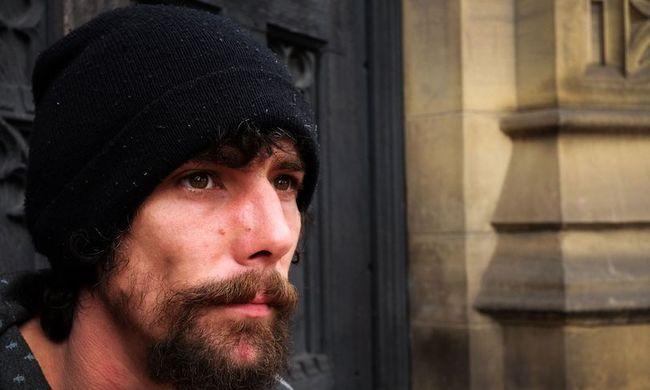 Hősből bűnöző: az áldozatoktól lopott a manchesteri hajléktalan