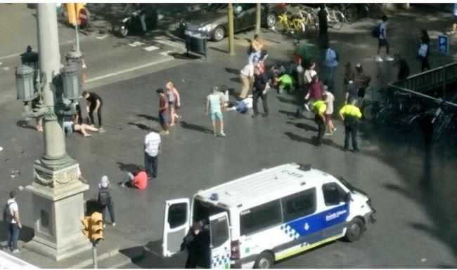 Terrortámadás Barcelonában: turisták közé csapódott a furgon
