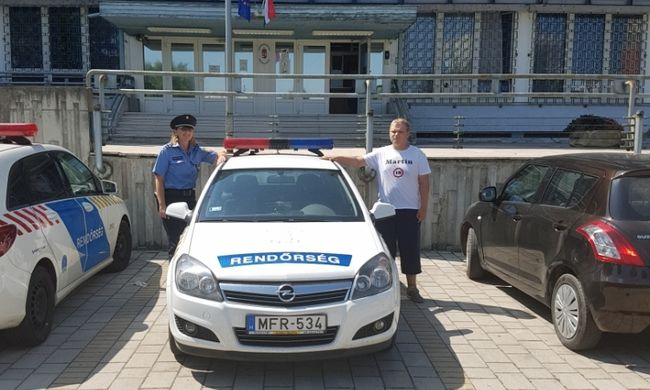 Valóra vált Martin álma: 18. szülinapján rendőrautóba ülhetett a fogyatékkal élő fiatalember