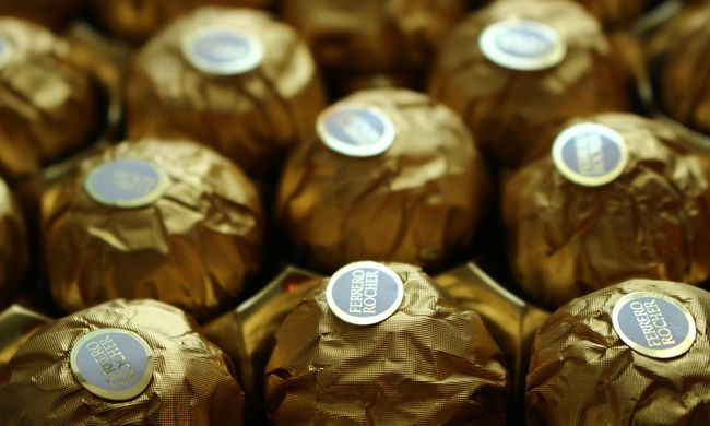 Újra lecsapott az édességmaffia: alvó kamionos mellől loptak el 4 tonna csokit