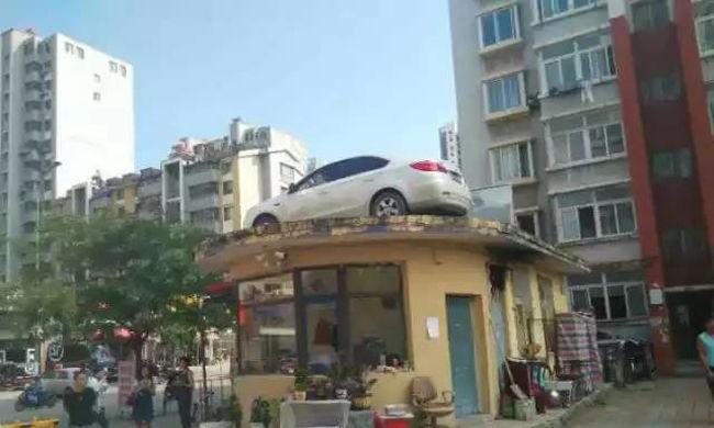 Feldühödtek a lakók, hihetetlen dolgot csináltak a szabálytalanul parkoló autóval