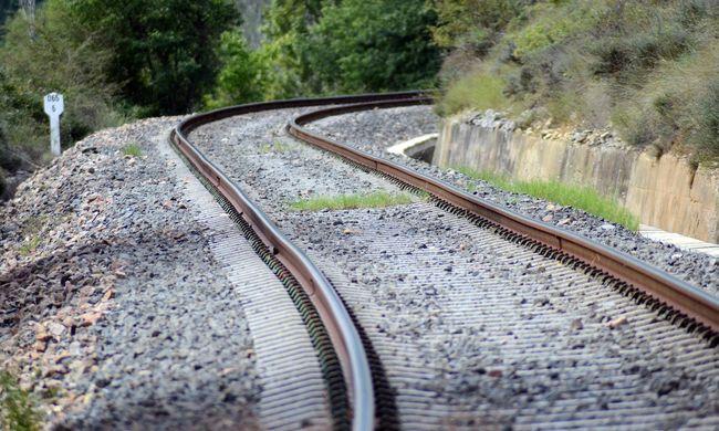 Tragédia a vasútállomáson: vonat elé vetette magát egy nő
