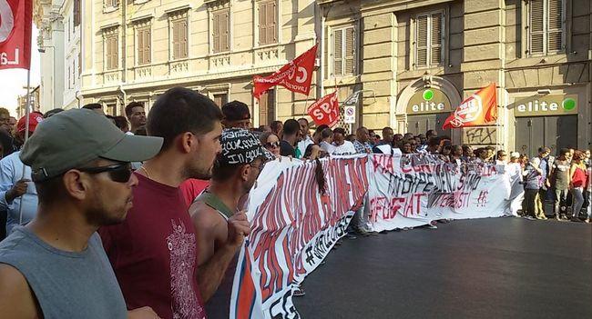 Több ezer migráns vonult fel Rómában, ezt követelik