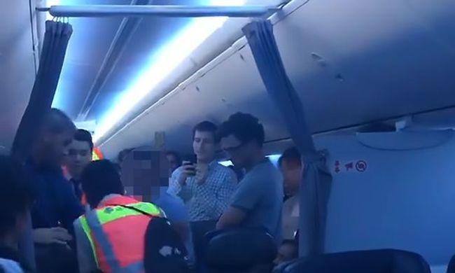 Őrjöngő, harapós utas miatt hajtott végre kényszerleszállást egy utasszállító