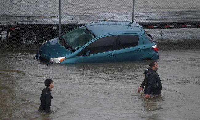 Menekülő családot sodort el a víz, egyikük sem élte túl