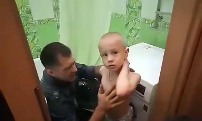 Bújócskázás közben szorult a mosógépbe egy 7 éves kisfiú