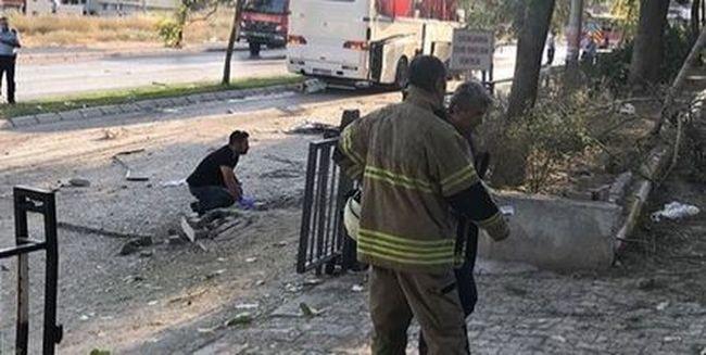 Most érkezett: zsúfolt busz mellett robbantottak, kivonult a rendőrség