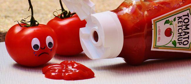Elképesztő átverés: ketchuppal kente be az arcát, hogy azt higgyék megsérült
