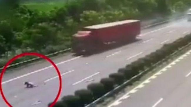 Borzalmas baleset történt az autópályán: kirepült a szélvédőn a 13 éves lány