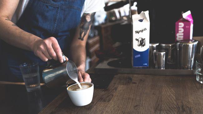 Botrány a kávézóban, felháborító reklámmal akarta növelni forgalmát a tulaj