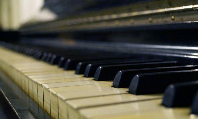 Megalázó helyzetbe hozta szerelmét: folyamatos zongorázással verte fel a környéket
