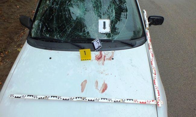 Eldurvult a veszekedés: Géza a mozgó autó motorháztetejére pattant