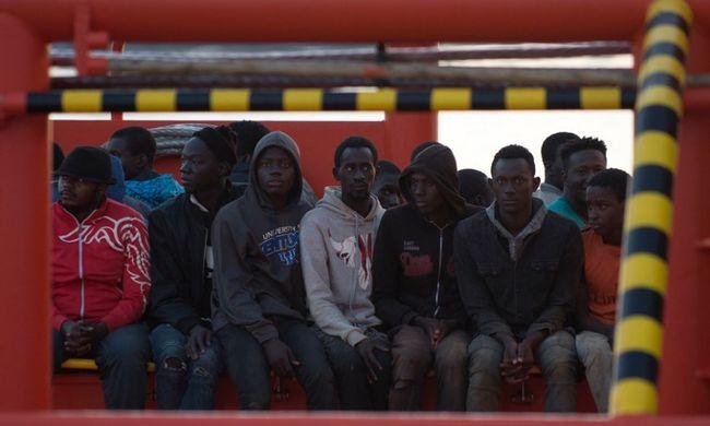 Újabb országot rohamoznak a migránsok