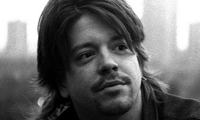 Szomorú hírt kaptunk: rákban hunyt el a népszerű zenész