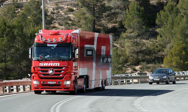 Megérkezett végre a jövő Magyarországra: önvezető kamionok lepték el az M1-est
