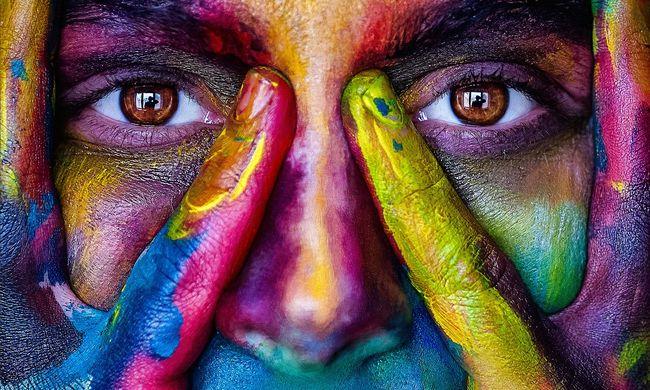 Saját arcán tesztelte a lemosható festéket - pórul járt