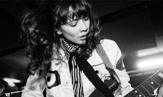Zenésztársai jelentették be: meghalt a fiatal énekesnő