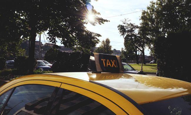Kellemetlen véget ért a buli: rendőrségre vitte a lányokat a taxis