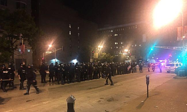 Elszabadultak az indulatok a tüntetésen, rendőrök is megsérültek