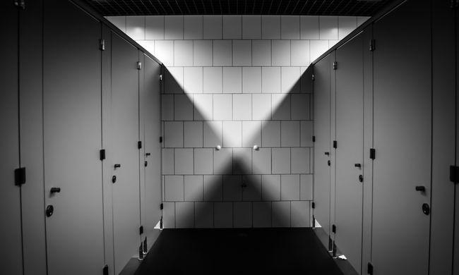 Értékes dolog okozott dugulást: vécékbe gyömöszölték a pénzt