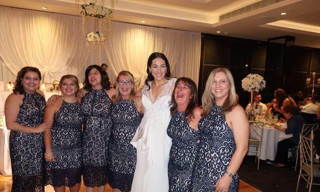 Valóra vált a nők rémálma: hatan jelentek meg ugyanabban a ruhában az esküvőn