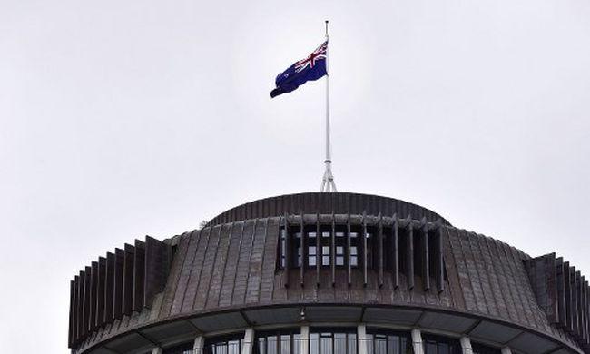 A parlament előtt gyújtotta fel magát egy férfi