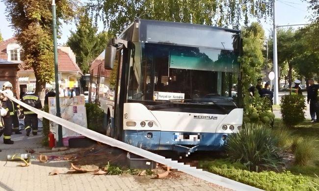 Megrázó fotó: busz gázolt halálra egy nőt Dombóváron