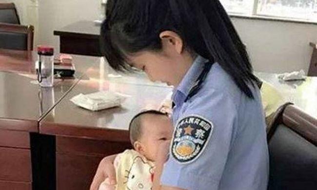 Különleges dolgot tett a bíróságon egy rendőrnő, könnyekig hatódott az anyuka