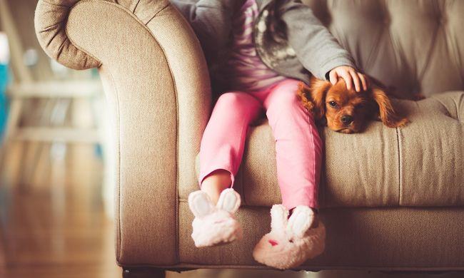 Büntetésből a ház elé küldte kislányát, pizsamában tűnt el a 3 éves gyerek