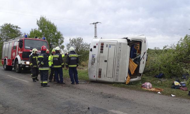 Dráma Békés megyében: több tucat ember megsérült a súlyos buszbalesetben