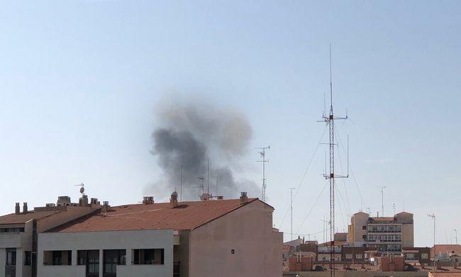 Tragédia történt a bemutatón: lezuhant egy repülőgép, lezárták a környéket