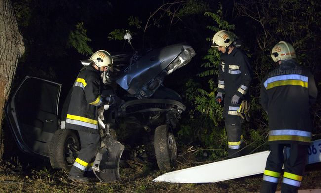 Tragédia Somogy megyében: felismerhetetlenre tört az autó