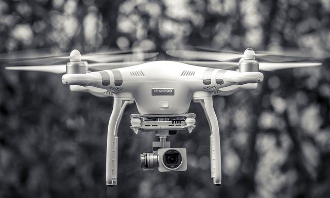 Megbénította a légi közlekedést két drónozó, le kellett zárni a repteret