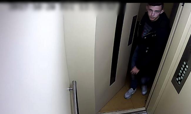 Lakótelepi liftben zaklatta a nőket a pesti fiatal, őt keresik