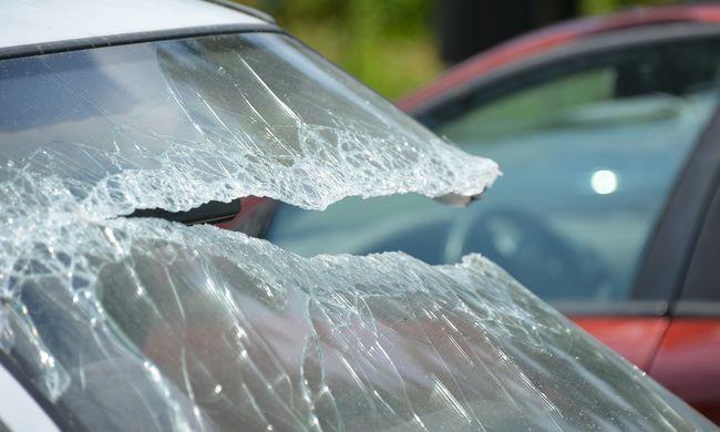 Óriási tömegbaleset: több mint húsz autó ütközött az 52-esen