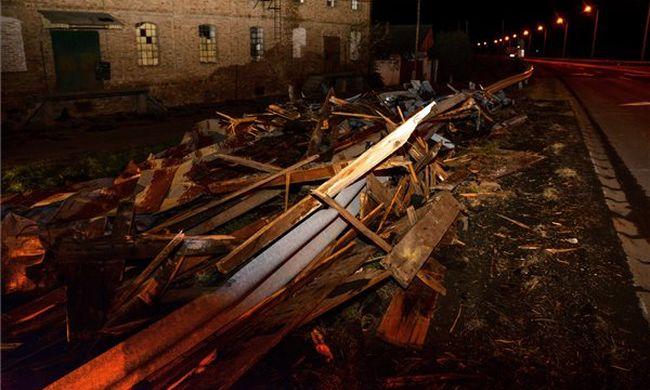 Durva fotó: pusztító szélvihar csapott le az országra, kiadták a riasztást
