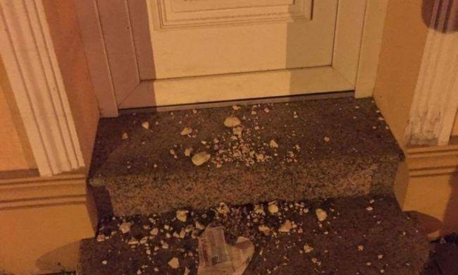 Érthetetlen betörés: alapanyagot lopott a tolnai pékségből, hogy az utcára szórja