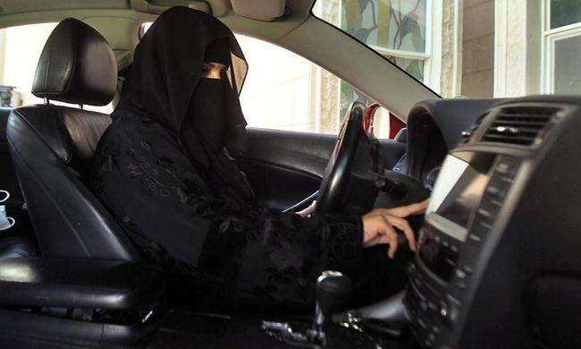 Szaúdi nők a volánnál