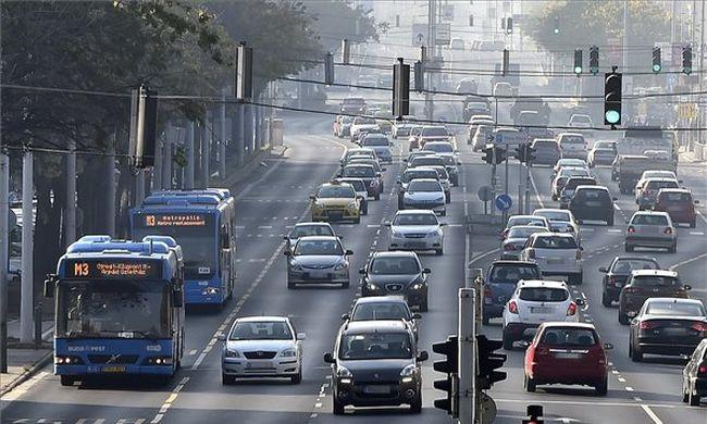 """""""Aki azt mondja, több busz kellene a metró pótlására, nem ért a közlekedéshez"""""""