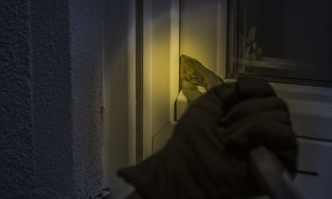 Veszélyes alakot fogtak Budapesten, a földszinti lakásokat szemelte ki